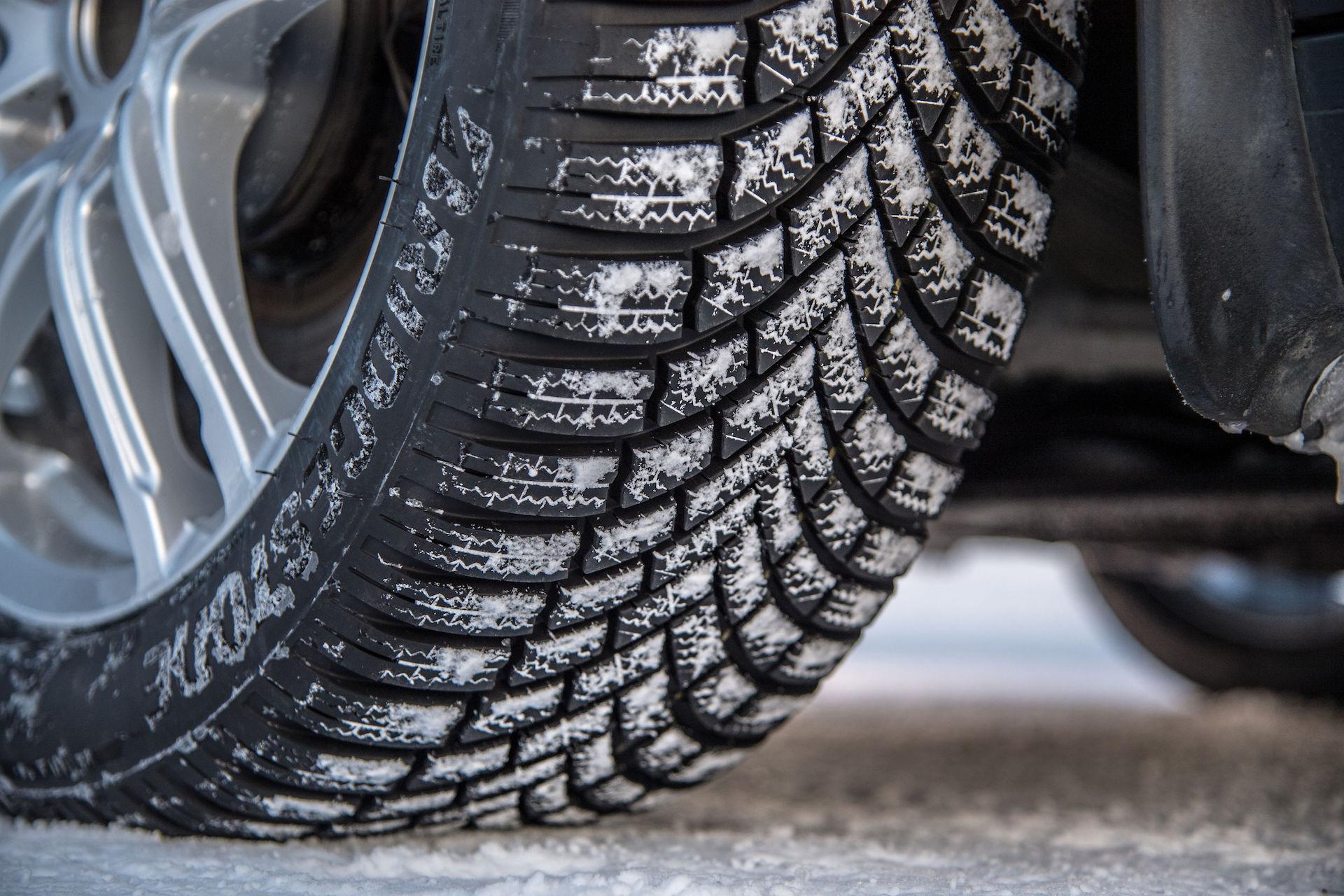 Bridgestone Blizzak LM-005 zimní pneumatika