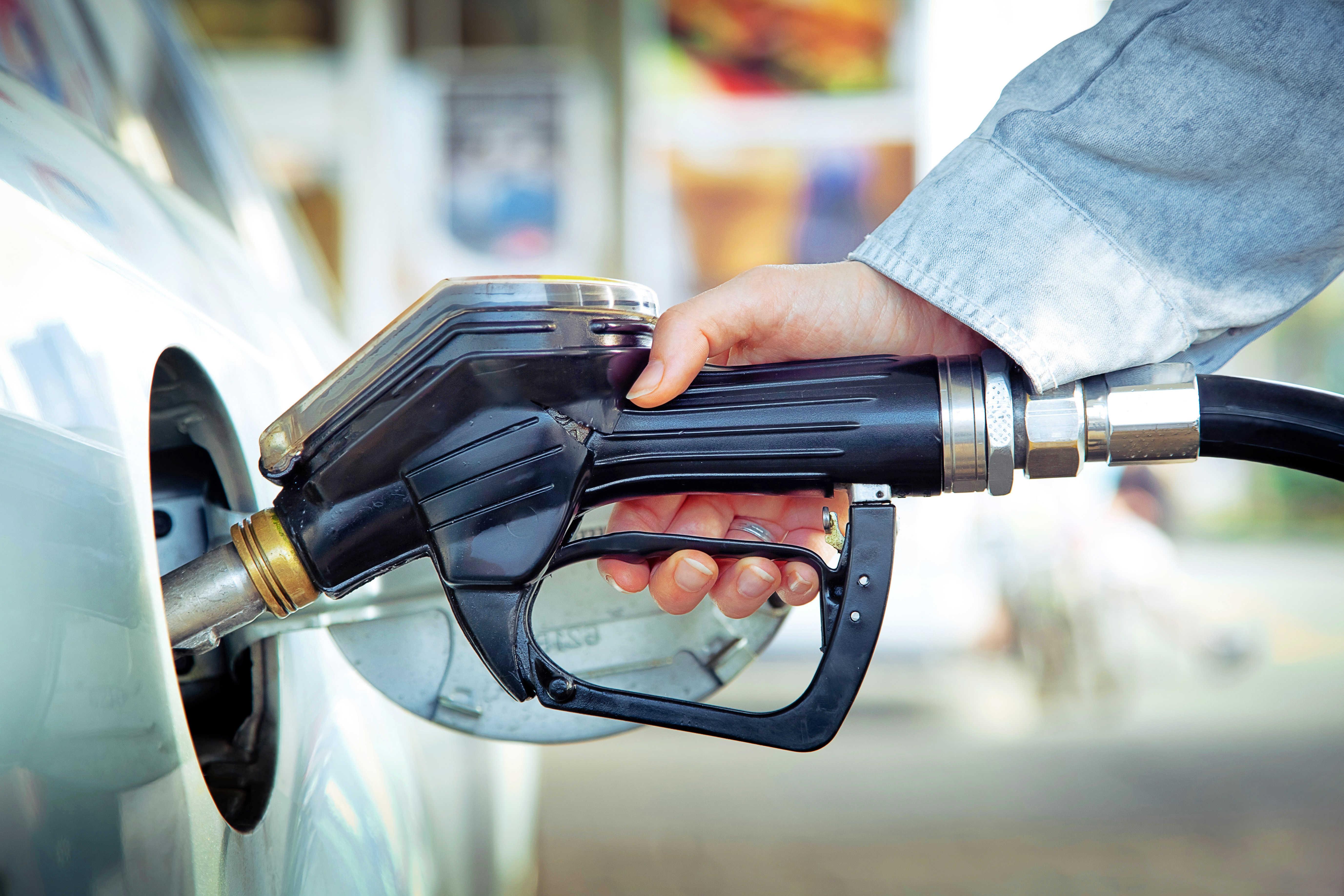 Tankování paliva na čerpací stanici