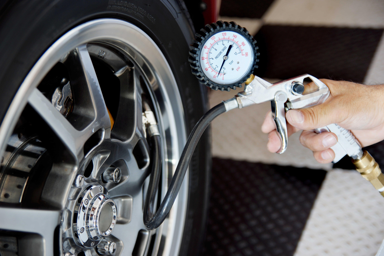 Měření tlaku v pneumatice a jak změřit tlak v pneumatice