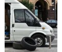 mobile-van-tire-fitting-260nw-1151204927 (2)