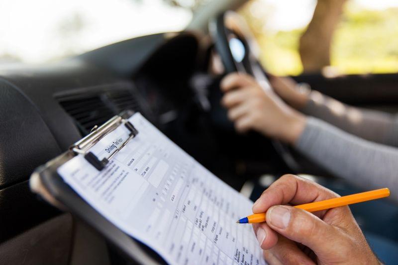 Pneumatiky, test, autoškola, sjeté pneu