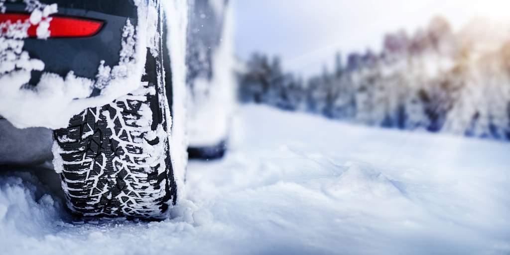 Megatest brzdné dráhy zimních pneumatik 245-45 R18 – Autobild 2020