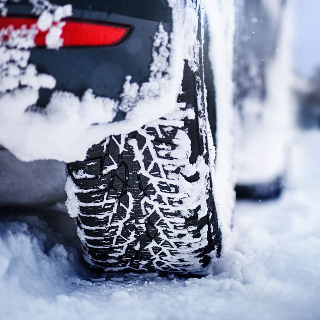 Co je to slushplaning? Ztráta kontaktu pneumatiky s vozovkou na rozbředlém sněhu.