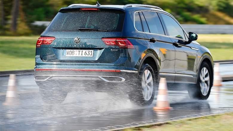 Test SUV pneu na mokru